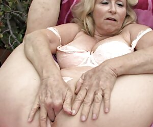 Una mujer mayor significa diversión tetas por cam (parte 24)