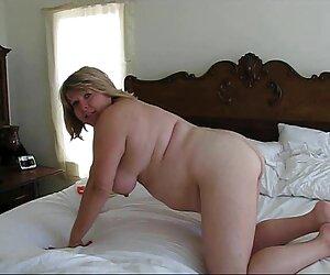 Jovencita pillada masturbándose y tetonas en la playa follada por su hermanastro