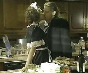 Milf tetonas con vestido hace una película casera mientras su marido no está