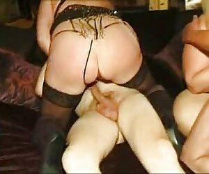 Chica sexy tias tetonas follando rasgando pedos apestosos en su mono.